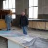 Requisiten-Lager wird aufgelöst. Gustl Braun und Günter Fahrenschon